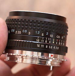 tokina_rmc_28mm_2_8_lateral.jpg